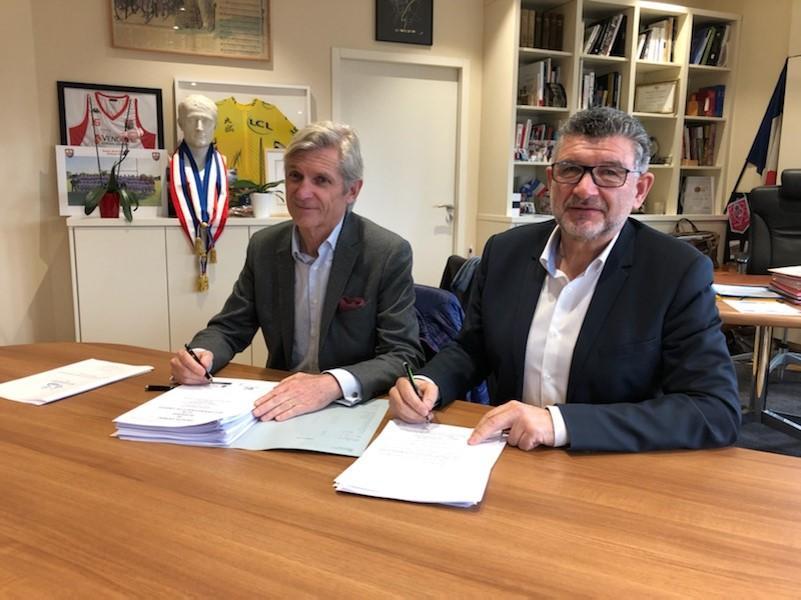 Michel Giboire et Luc Bouard lors de la signature
